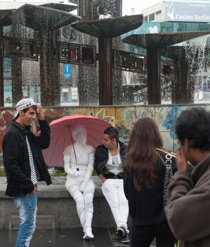 Helen Zeru Memory back and forth, 2012, street performance, Berlin